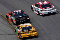 Ryan Blaney, Wood Brothers Racing, Ford; Martin Truex Jr., Furniture Row Racing, Toyota; Kyle Busch,