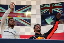 Race winner Lewis Hamilton, Mercedes AMG F1 and Daniel Ricciardo, Red Bull Racing celebrate on the p