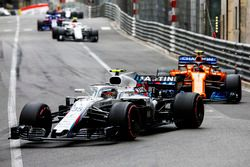 Sergey Sirotkin, Williams FW41, Stoffel Vandoorne, McLaren MCL33, y Charles Leclerc, Sauber C37