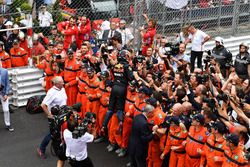 Race winner Daniel Ricciardo, Red Bull Racing celebrates with the team in parc ferme