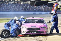 Тревор Бейн, Roush Fenway Racing Ford на пит-стопе