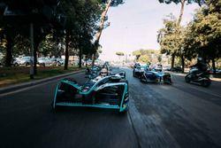 Nelson Piquet Jr., Jaguar Racing leads Sébastien Buemi, Renault e.Dams leads Luca Filippi, NIO Formula E Team