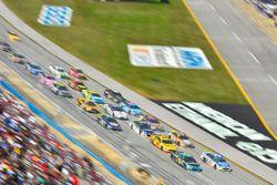 Michael McDowell, Leavine Family Racing Chevrolet, Ryan Blaney, Wood Brothers Racing Ford