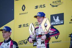Podium: racewinnaar Charles Milesi, R-Ace GP