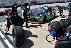 Christopher Bell, Joe Gibbs Racing, Toyota Camry GameStop Seagate pit stop
