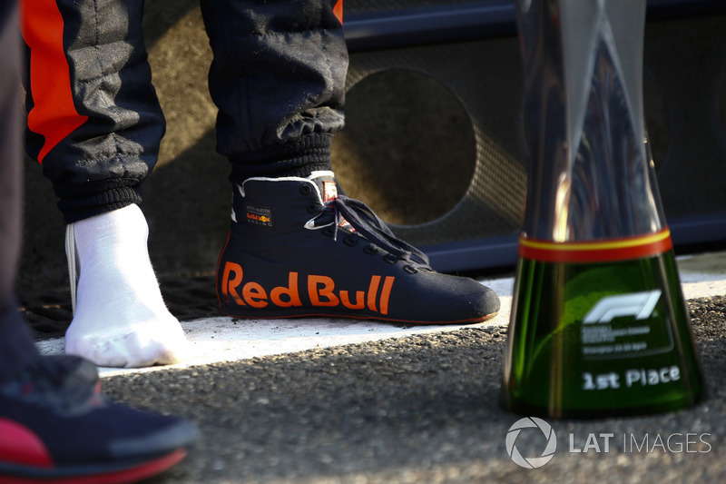 The winning trophy and the shoe of Daniel Ricciardo, Red Bull Racing, 1st position