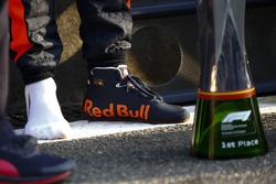 Galibiyet kupası ve yarış galibi Daniel Ricciardo, Red Bull Racing'in botu