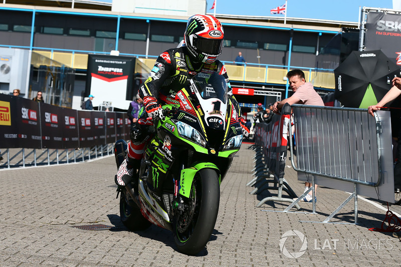 Jonathan Rea, Kawasaki Racing y pilotos en parc ferme