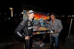 Race winner Josef Newgarden, Team Penske Chevrolet, with Artist Bill Patterson