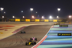 Nico Hulkenberg, Renault Sport F1 Team R.S. 18, leads Esteban Ocon, Force India VJM11 Mercedes, and Lewis Hamilton, Mercedes AMG F1 W09