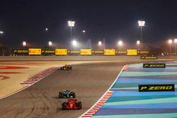 Kimi Raikkonen, Ferrari SF71H, Valtteri Bottas, Mercedes AMG F1 W09