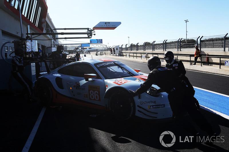 #86 Gulf Racing Porsche 911 RSR: Michael Wainwright, Benjamin Barker, Alexander Davison