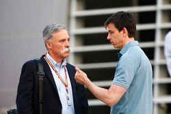 Chase Carey, Fórmula 1, habla con Toto Wolff, Mercedes AM