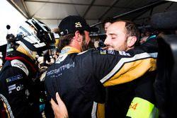 Jean-Eric Vergne, Techeetah, festeggia con Andre Lotterer, Techeetah, dopo la vittoria del campionato