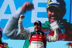 Lucas di Grassi, Audi Sport ABT Schaeffler, festeggia sul podio