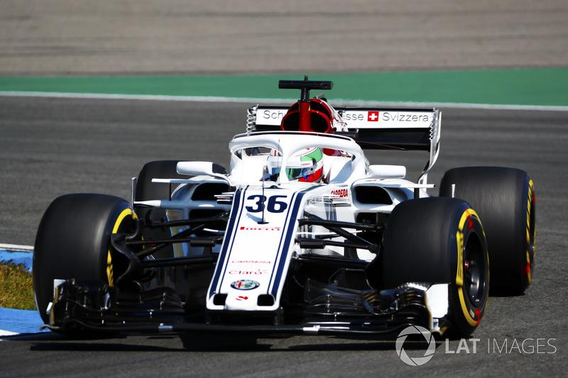 Antonio Giovinazzi, Sauber C37, w pierwszej sesji treningowej