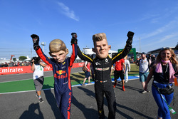 Caricaturas de Max Verstappen, Red Bull Racing y Nico Hulkenberg, Renault Sport F1 Team
