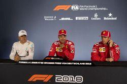 Valtteri Bottas, Mercedes-AMG F1, Sebastian Vettel, Ferrari e Kimi Raikkonen, Ferrari, nella conferenza stampa