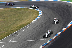 Sergey Sirotkin, Williams FW41, leads Marcus Ericsson, Sauber C37, Lance Stroll, Williams FW41 and Brendon Hartley, Toro Rosso STR13