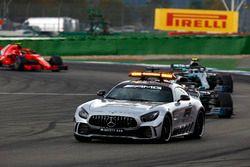 Coche de seguridad al frente de Lewis Hamilton, Mercedes AMG F1 W09, Valtteri Bottas, Mercedes AMG F1 W09 y Kimi Raikkonen, Ferrari SF71H