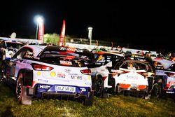 The cars of Thierry Neuville, Nicolas Gilsoul, Hyundai i20 WRC, Hyundai Motorsport, Jari-Matti Latva
