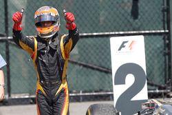 Romain Grosjean, Lotus, fête sa deuxième place