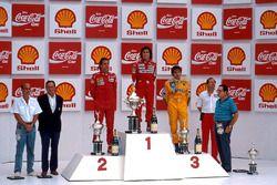Podio: il vincitore della gara Alain Prost, il secondo classificato Gerhard Berger, il terzo classificato Nelson Piquet