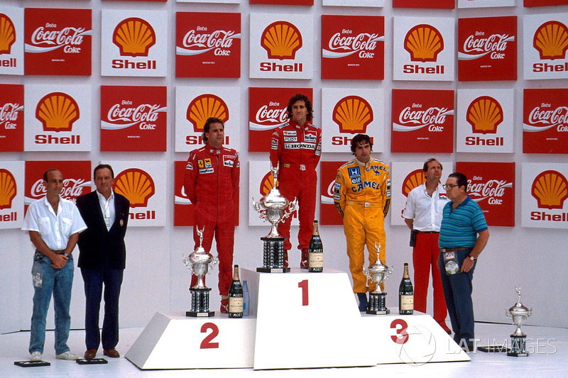 Podium: race winner Alain Prost, second place Gerhard Berger, third place Nelson Piquet