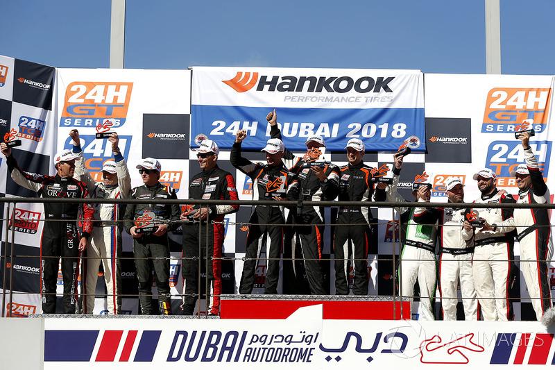 Podio 991-AM: ganadores #67 pro motorsport Porsche 991-II Cup: James Thorpe, Sean Mc Inerney, Phil Q