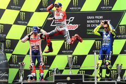 Podyum: İkinci Marc Marquez, Repsol Honda Team, Yarış galibi Jorge Lorenzo, Ducati Team, üçüncü Valentino Rossi, Yamaha Factory Racing