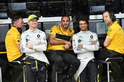 Carlos Sainz Jr., Renault Sport F1 Team and Nico Hulkenberg, Renault Sport F1 Team