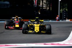 Carlos Sainz Jr., Renault Sport F1 Team R.S. 18, Daniel Ricciardo, Red Bull Racing RB14