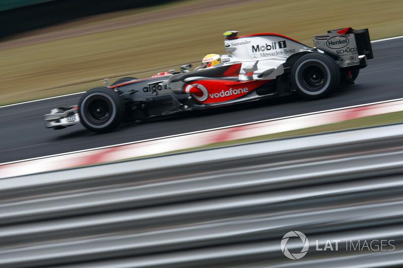 А Льюис ехал седьмым с большим отставанием от вожделенного пятого места. С каждым кругом в McLaren все отчетливее понимали, что это поражение