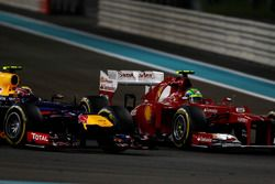 Felipe Massa, Ferrari F2012, battles with Mark Webber, Red Bull Racing RB8