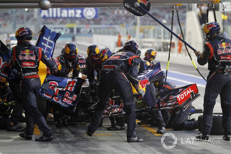 После этого Red Bull ничего не оставалось, кроме как провести своему гонщику ранний пит-стоп. Так как пелетон к этому времени уже уплотнился, немец вновь оказался самым последним