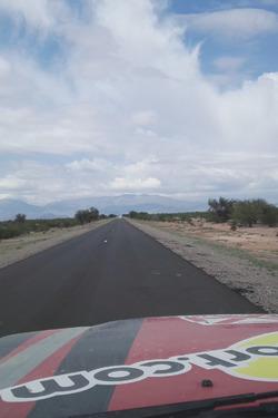 La Ruta 40, direzione Chilecito, vista dalla Toyota HDJ100 di Motorsport.com