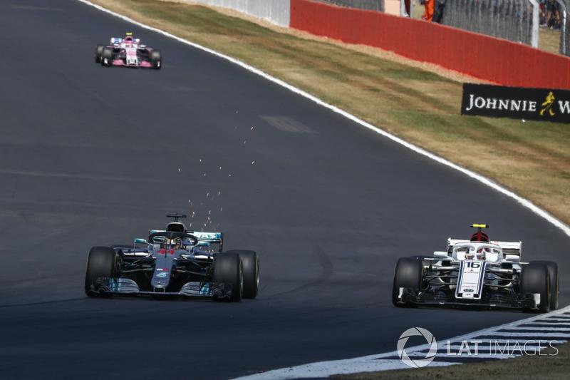 Lewis Hamilton, Mercedes-AMG F1 W09 et Charles Leclerc, Sauber C37