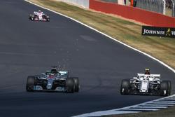 Lewis Hamilton, Mercedes-AMG F1 W09 and Charles Leclerc, Sauber C37