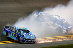 Crash: Ricky Stenhouse Jr., Roush Fenway Racing, Ford Fusion Fifth Third Bank Kyle Larson, Chip Ganassi Racing, Chevrolet Camaro Credit One Bank