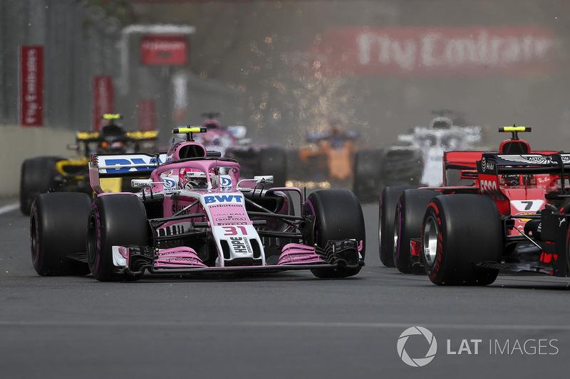 """Outro embate foi entre Esteban Ocon e Kimi Raikkonen, que se encontraram no início da prova, com o piloto da Force India levando a pior: """"Eu não sei o que ele fez. Ele soltou os freios e me bateu. O que queremos dizer a Kimi? Ele não fala. Ele não está na"""