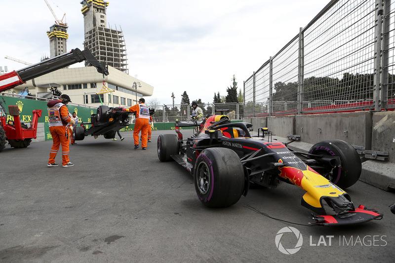 DNF Daniel Ricciardo, Red Bull Racing RB14