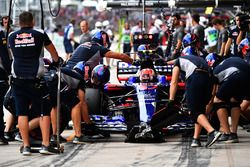 Pierre Gasly, Scuderia Toro Rosso STR12 au stand