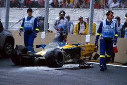 El coche de Fernando Alonso, Renault F1 Team después del choque