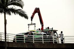 De beschadigde auto van Daniel Juncadella, Mercedes-AMG Team Driving Academy, Mercedes - AMG GT3