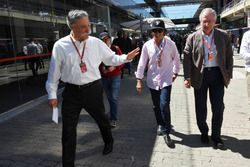 Chase Carey, Chief Executive Officer and Executive Chairman of the Formula One Group and Emerson Fittipaldi (BRA)