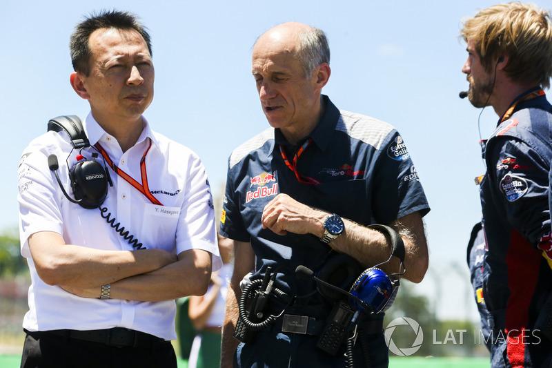 Yusuke Hasegawa, máximo representante de Honda en F1, con Franz Tost, jefe de la Scuderia Toro Rosso