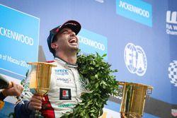 Подиум: победитель Меди Беннани, Sébastien Loeb Racing