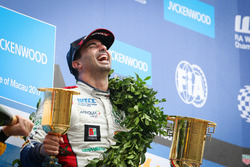 Podium: Racewinnaar Mehdi Bennani, Sébastien Loeb Racing, Citroën C-Elysée WTCC
