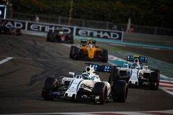Felipe Massa, Williams FW38, voor Valtteri Bottas, Williams FW38, en Jolyon Palmer, Renault RE16