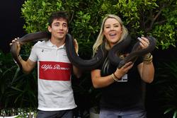Charles Leclerc, Sauber, avec un serpent